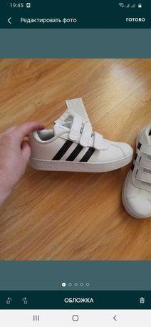 Кроссовки adidas на мальчика,девочку р 29 стелька18 новые оригинал