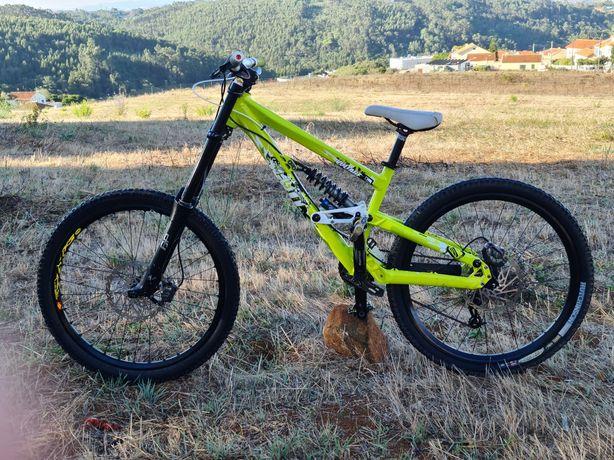 Bicicleta scott voltage enduro downhill