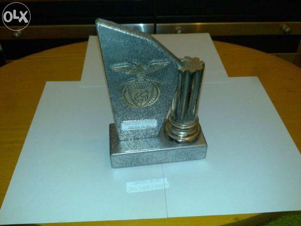 benfica estatueta (troféu com emblema do benfica em relevo) licenciado