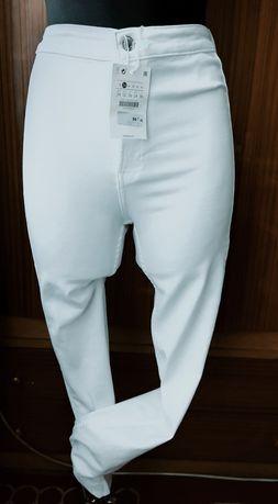 Białe spodnie rurki Bershka obcisłe elastyczne wysoki stan