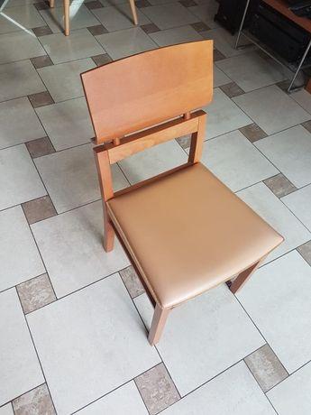 Drewniane tapicerowane (ciemny beż) krzesło