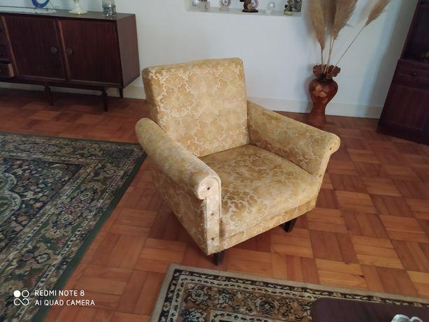 3 Sofás vintage em bom estado.