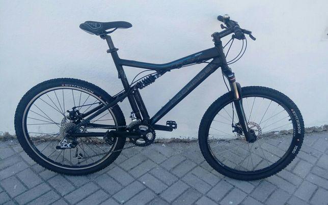 Bicicleta rockrider 6.3 suspensão total  roda 26