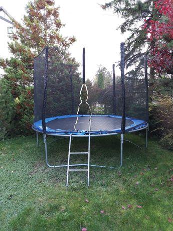 Sprzedam dużą trampolinę.