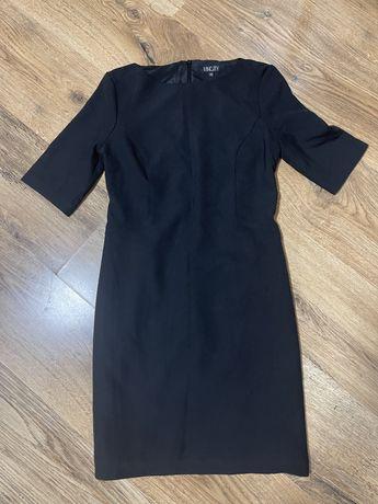 Маленька чорна сукня