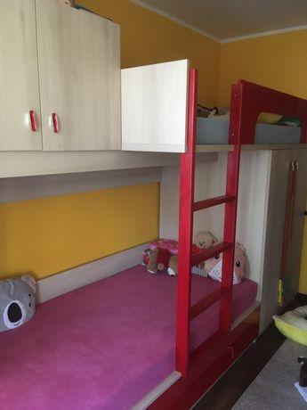 Łożko piętrowe z szafą, szafką i półkami
