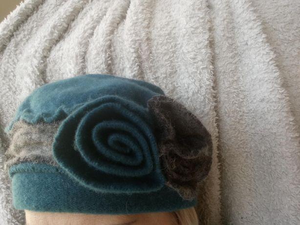 Czapka , beret , turkusowo - szara , ciepła , elegancka