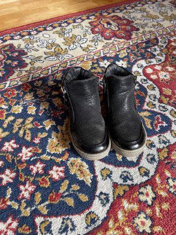 Взуття осіннє