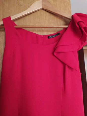 Красное платье с баской