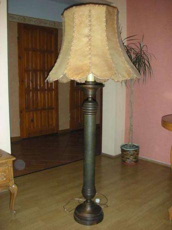 Piękna stara dębowo-skórzna lampa
