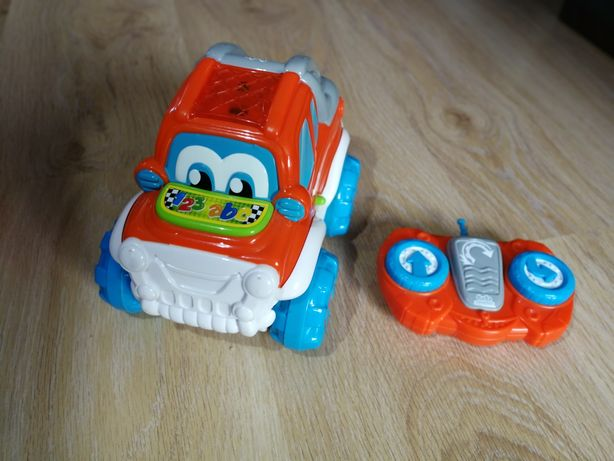 Auto zdalnie sterowane na pilota robiące salta firmy Baby Clementoni