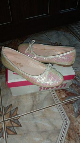 Туфли, пинетки c&a блестящие