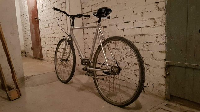 Rower szosowy srebrny