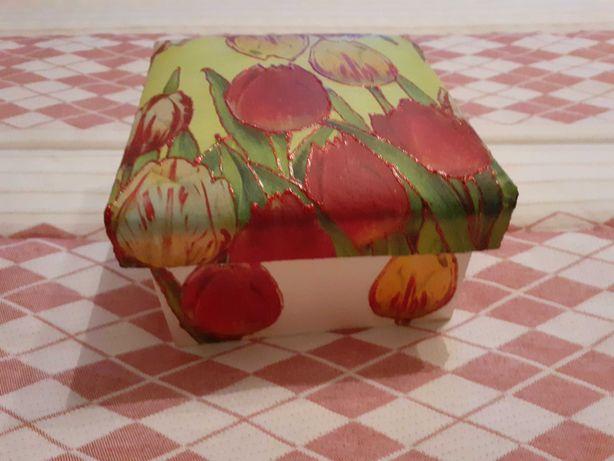 Caixa de decoração feita à mão