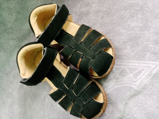 Продам сандалики на дівчинку 27 розмір
