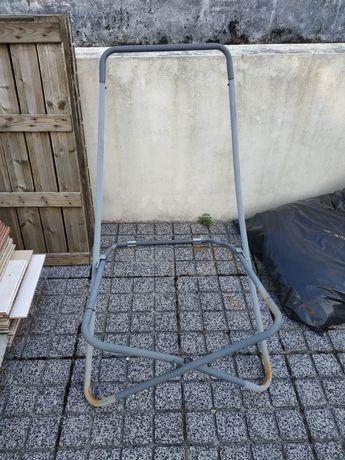 Estrutura de cadeira de jardim