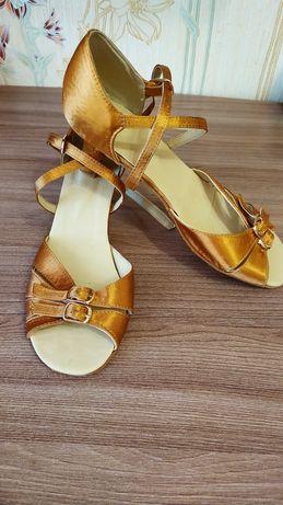 Туфли латина на бальные танцы.
