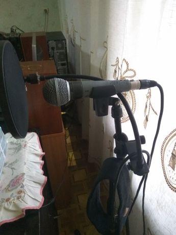 """концертный микрофон фирмы """"Shure"""" и стойка к нему"""