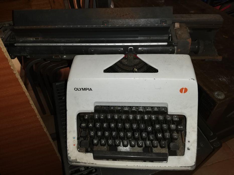 Máquina de escrever antiga Facha - imagem 1