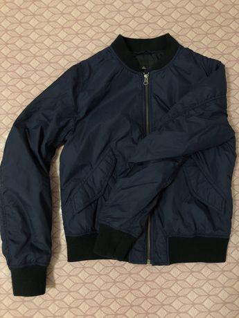 Бомбер- куртка uniqlo