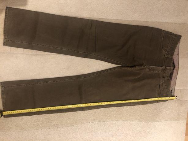 Jeansy używane niezniszczone, w kolorze jasny brąz. Rozmiar 34/32. Odp