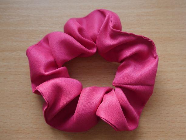 Jedwabna gumka frotka / scrunchie do włosów różowa matowa