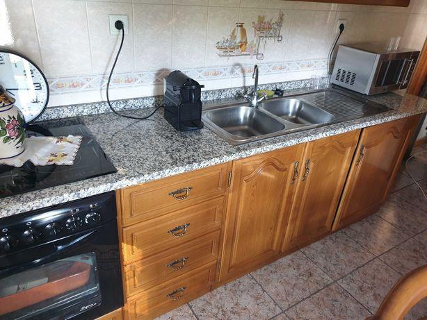 Cozinha completa com pouco uso