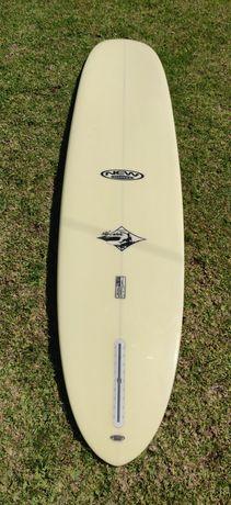Longboard  semi novo da New Advance. Single fin.