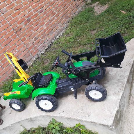 Трактор детский на педалях