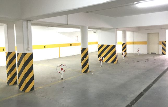Garaż Miejsce postojowe w hali garażowej Kolorowa