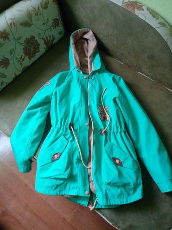 Осенняя куртка ветровка на девочку два в одном.