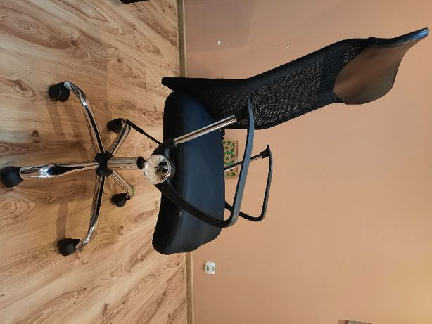 Sprzedam używane krzesło biurowe BILLUM-Jysk czarne