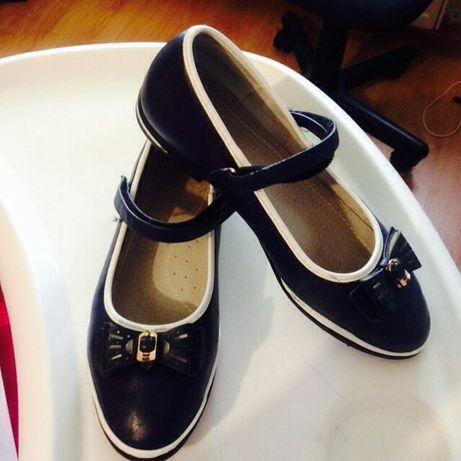 Продам туфли для девочки р.35.