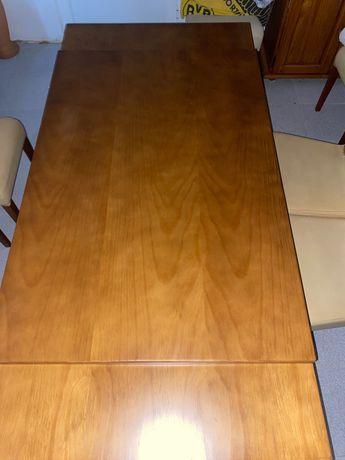 Mesa de jantar extensiva com cadeiras