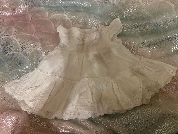 biała urocza sukienka