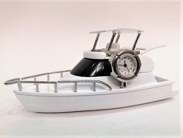 Łódź - miniaturowy jacht z zegarkiem Zebra Music