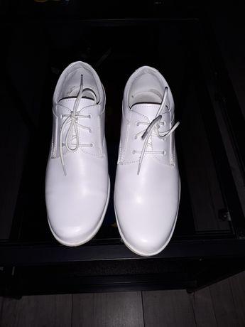 Buty chłopięce do pierwszej komunii świętej