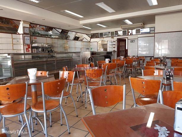 Café /Pastelaria - Totalmente Equipado - Arrendamento - C...