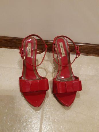 Urocze szpilki sandałki czerwone lakierowane Zara Woman 39