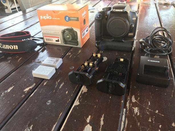 Canon 1000D com punho Jupio