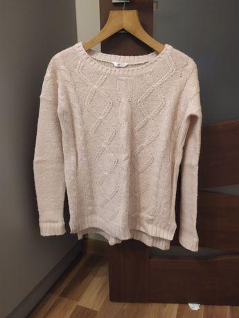 Sweter pudrowy róż ze srebrną nitką