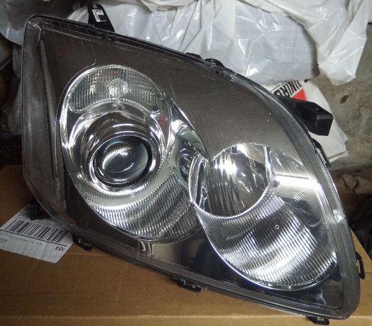 Reflektor przedni prawy Toyota Avensis Kombi T25