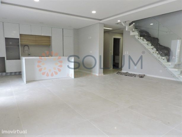 Apartamento Duplex T4 - Novo - Pinhal Novo