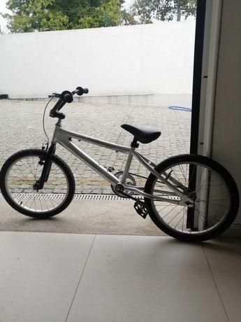 Bicicleta tipo bmx roda 20 aros em alumínio em bom estado