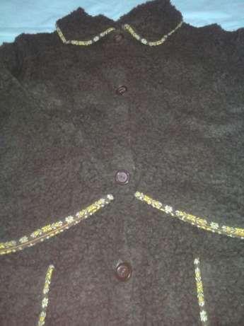 Roupão comprido, com botões, cor castanho tamanho M