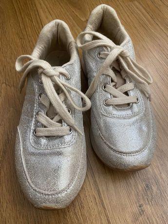 Дитяче взутя для дівчики