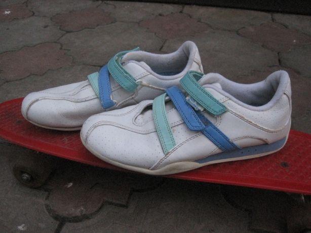 Кроссовки на девочку-подростка размер 34