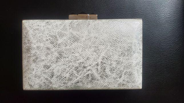 Srebrno biala torebka srebrny lancuszek