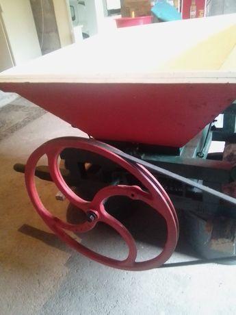 Ralador / esmagador de uvas elétrico