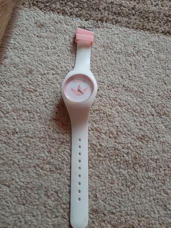 Śliczny zegarek Adidas
